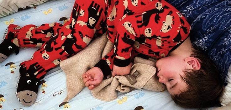 ¿Porqué algunos niños sudan mucho al dormirse?
